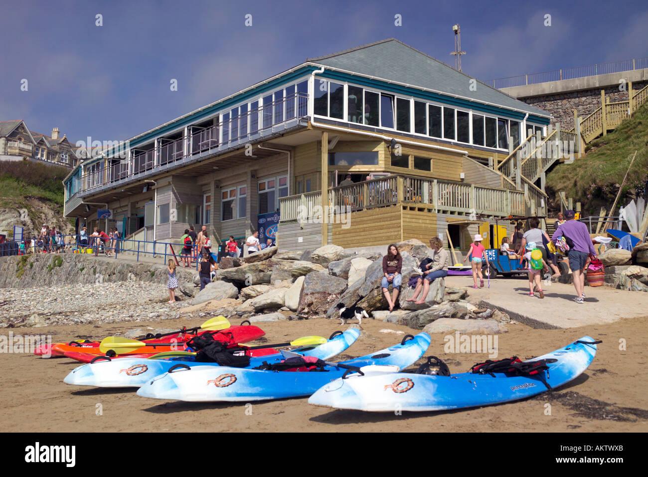 Jamie Oliver's restaurant quince Cornwall, en la playa, Watergate Bay, TR84AA Vista desde la playa Foto de stock