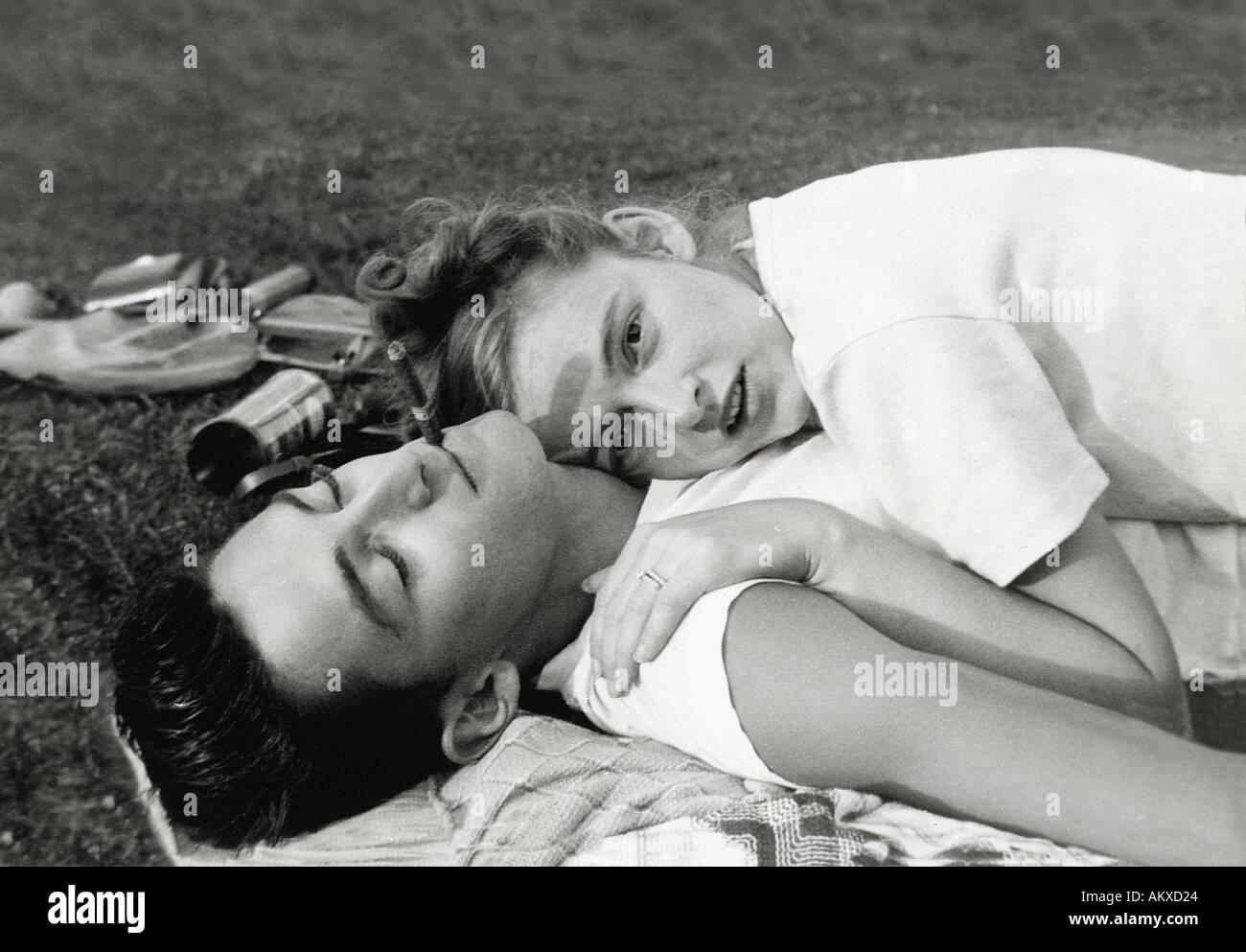 Retro pareja joven. Imagen De Stock