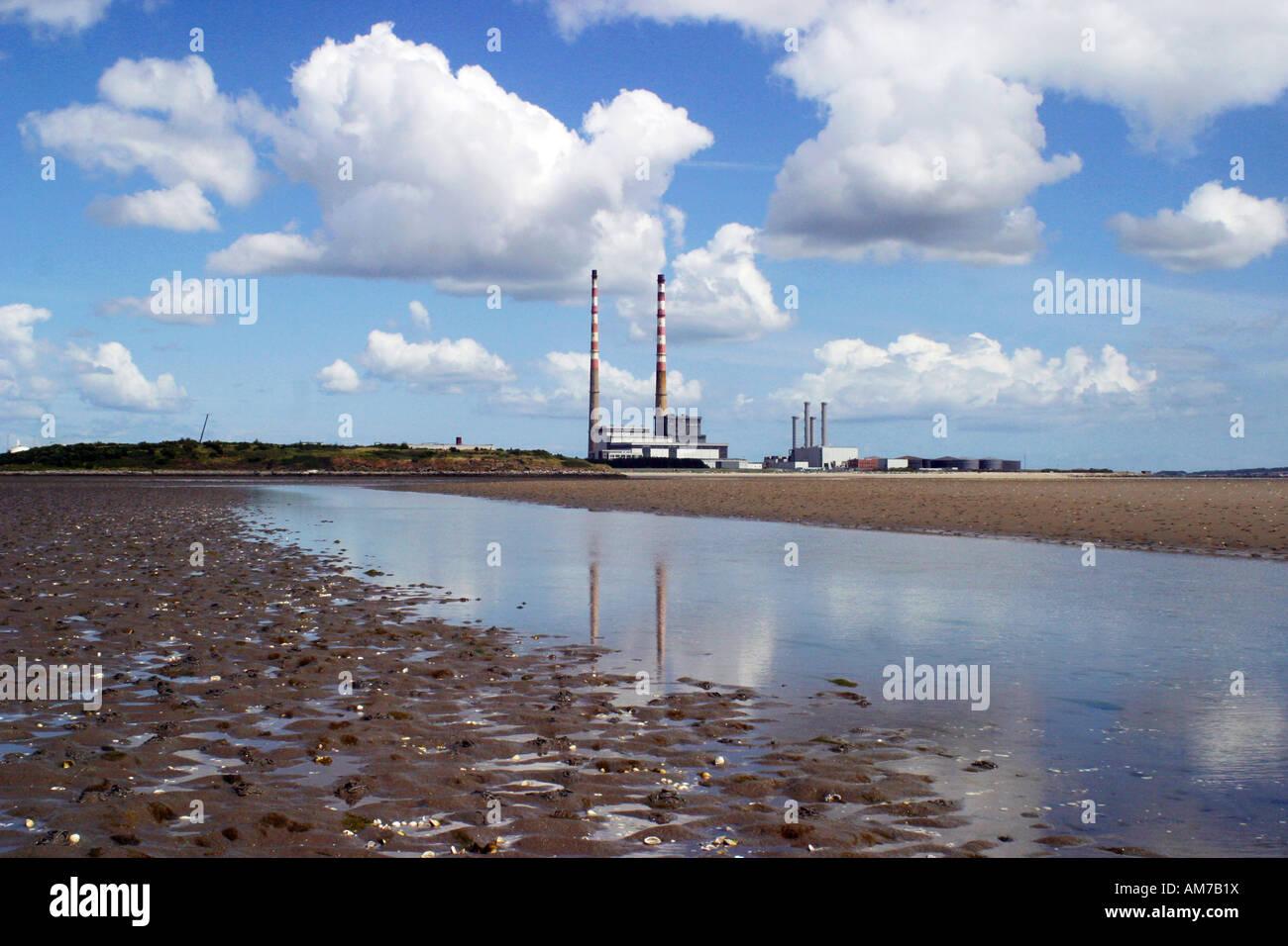 Poolbeg generatriz es una estación de energía de propiedad y operado por la Electricity Supply Board de la República Foto de stock