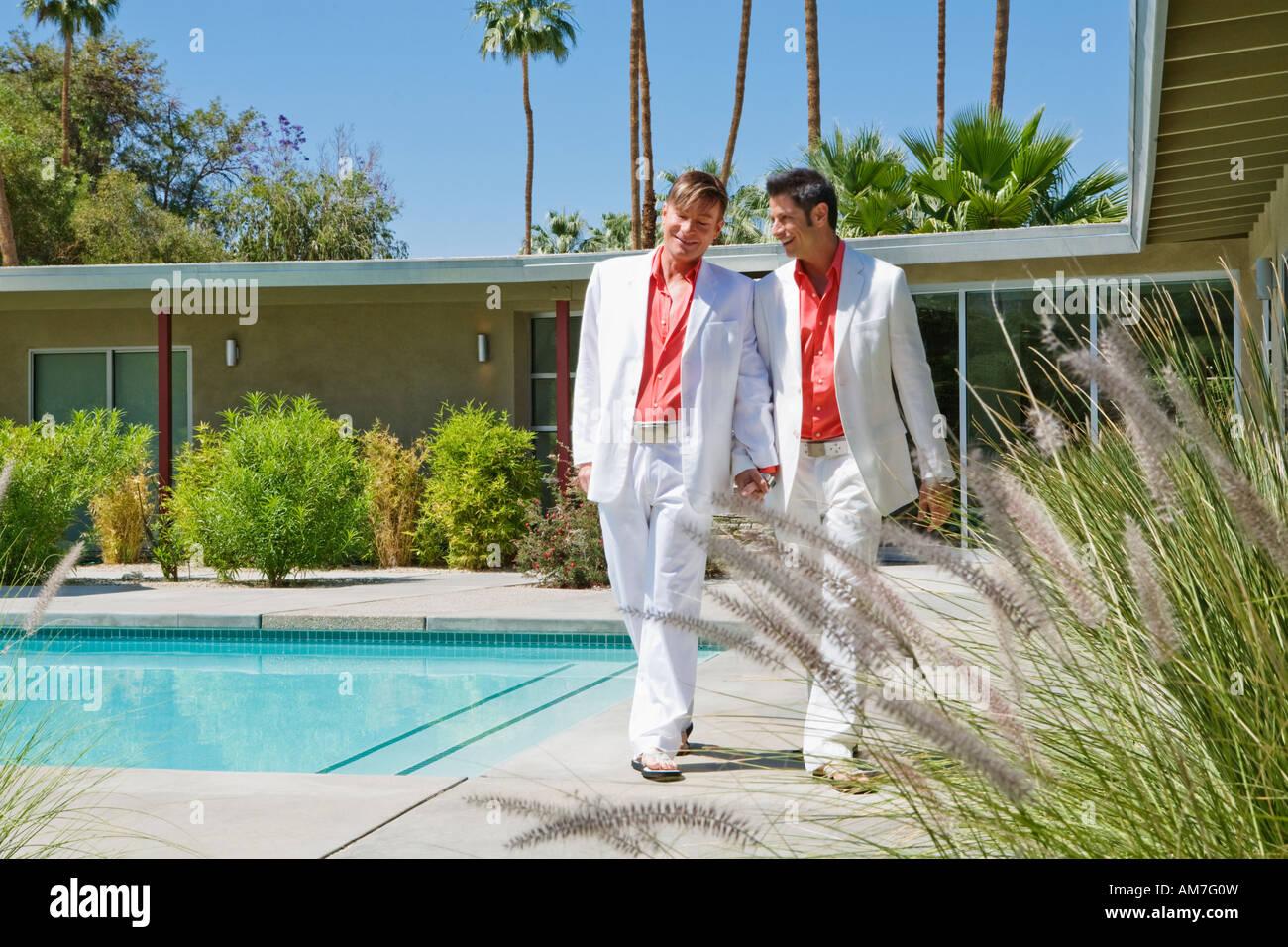 Una Pareja Gay Vestidos Igual Foto Imagen De Stock