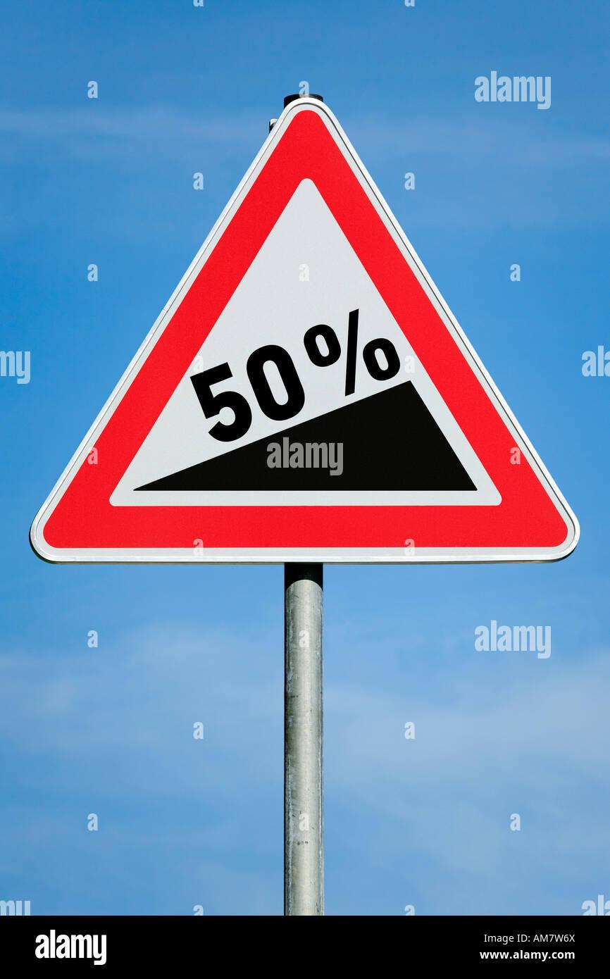 El 50 % del impuesto sobre beneficios Aumento de ganancia de dividendos gradiente - imagen simbólica - Serie Foto de stock