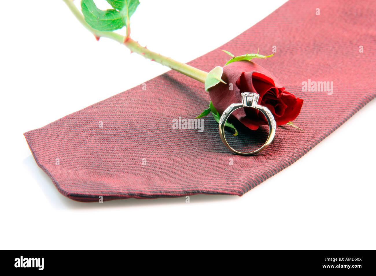 Propuesta de boda equipo anillo diomond corbata de seda roja y rosa ...
