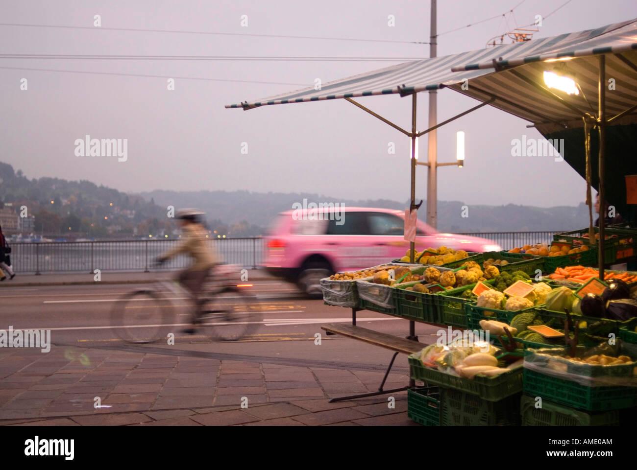 El mercado callejero de Lucerna, Suiza Foto de stock