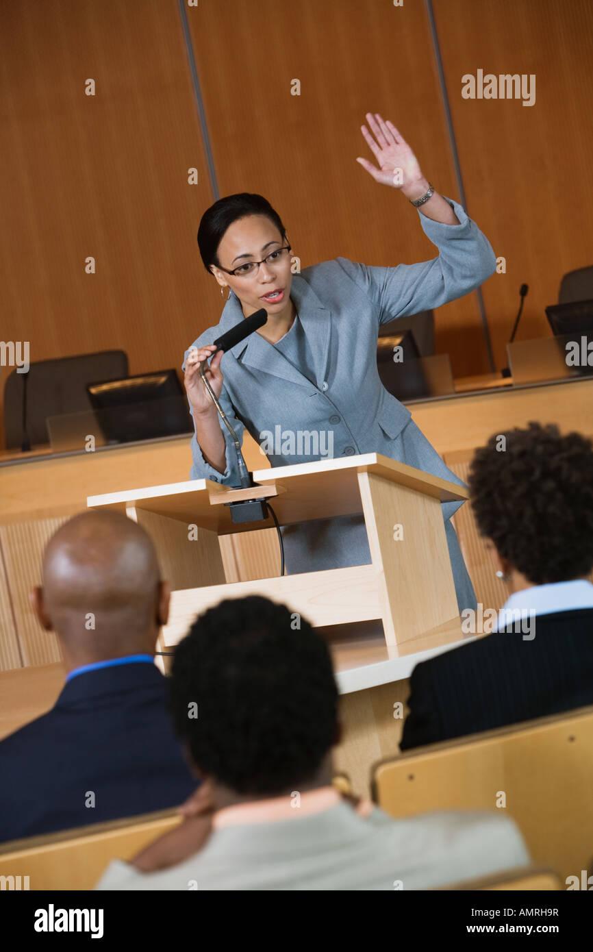 La empresaria africana dando charla Imagen De Stock
