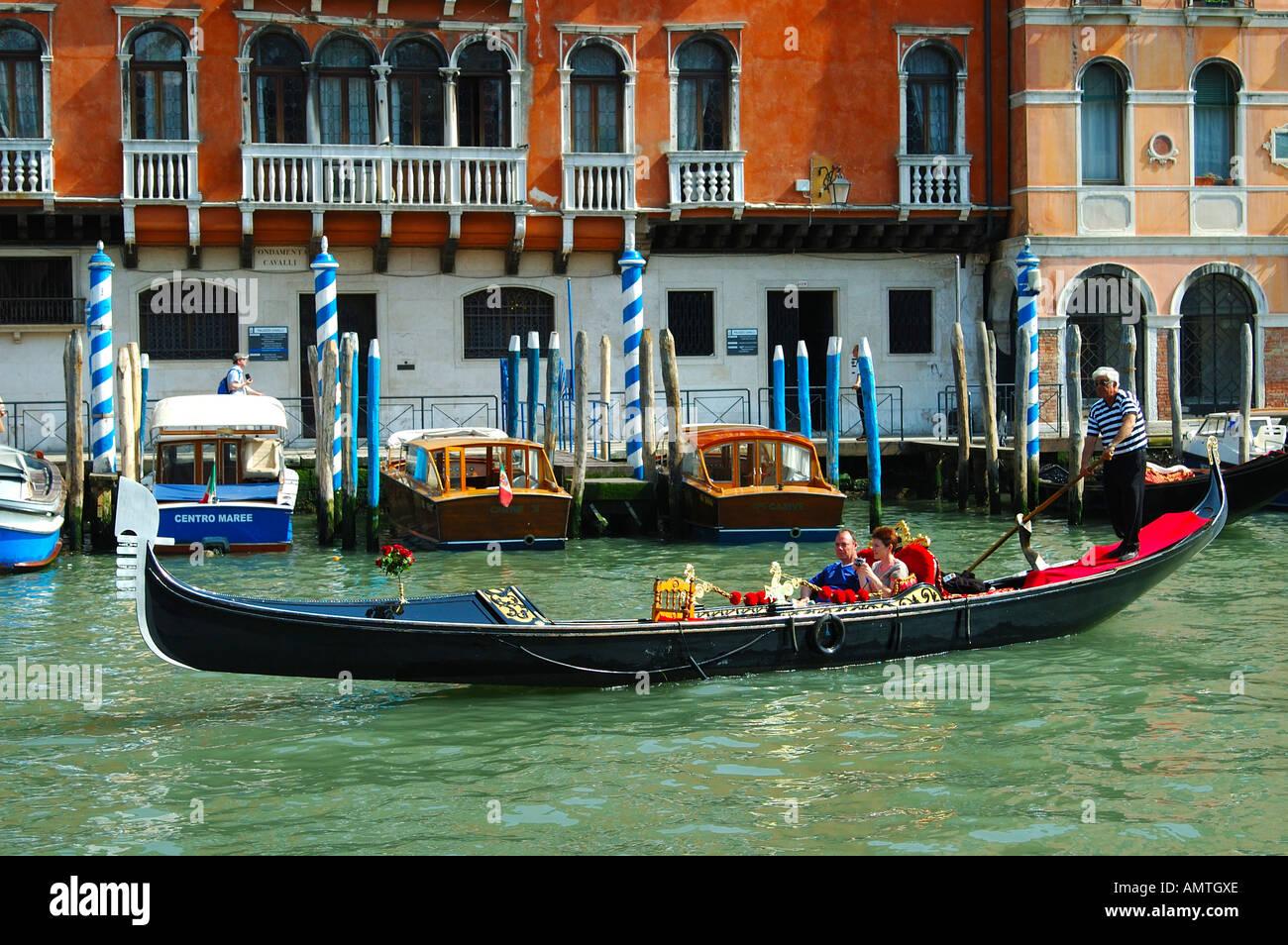 El viaje en góndola en Venecia, Italia Imagen De Stock
