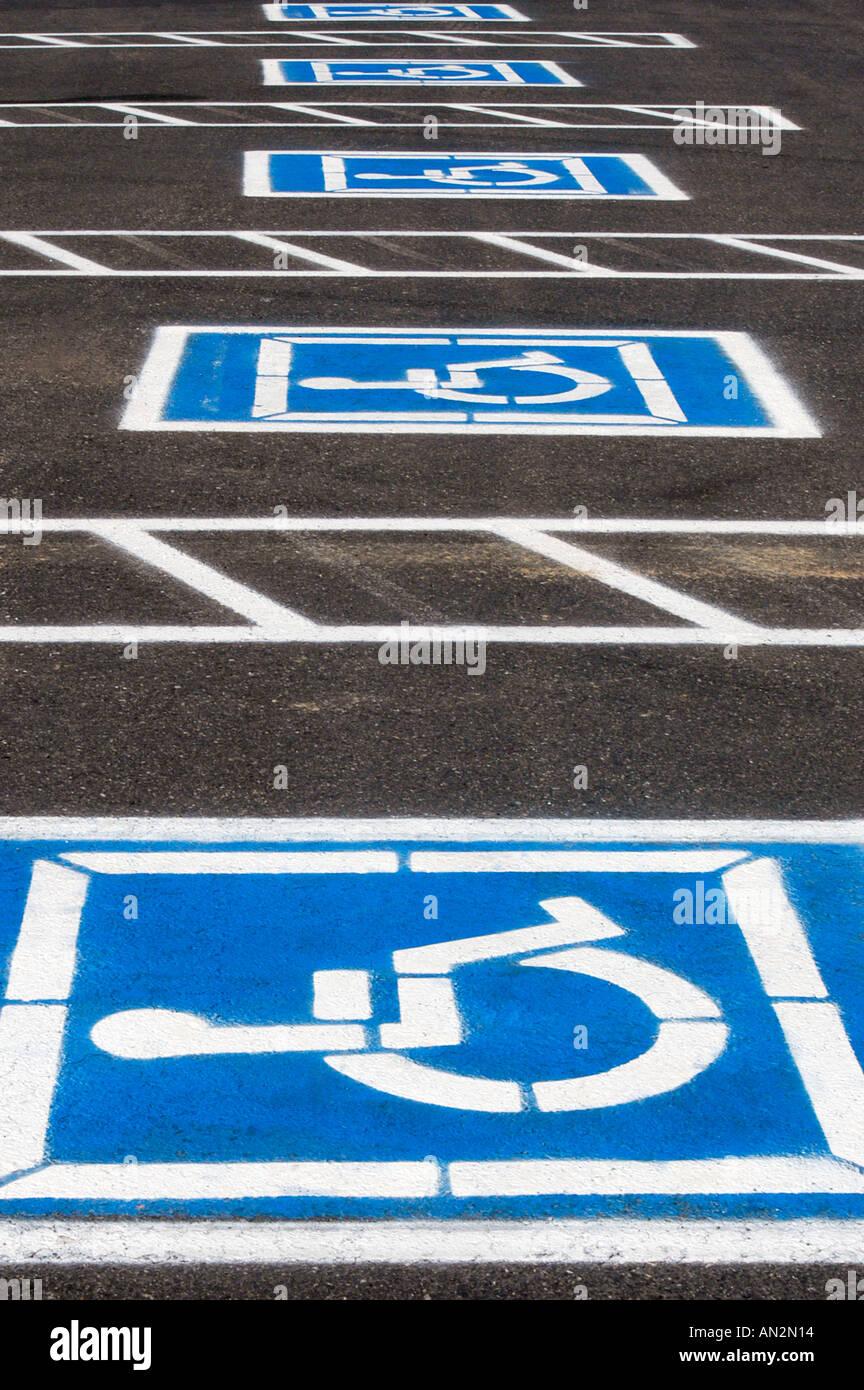 Plazas de aparcamiento handicap Imagen De Stock
