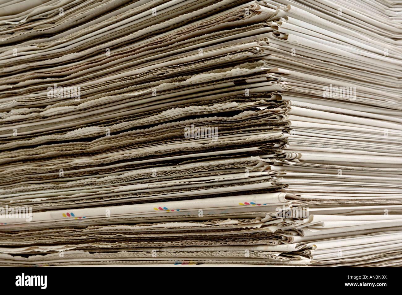 Pila de periódicos Imagen De Stock