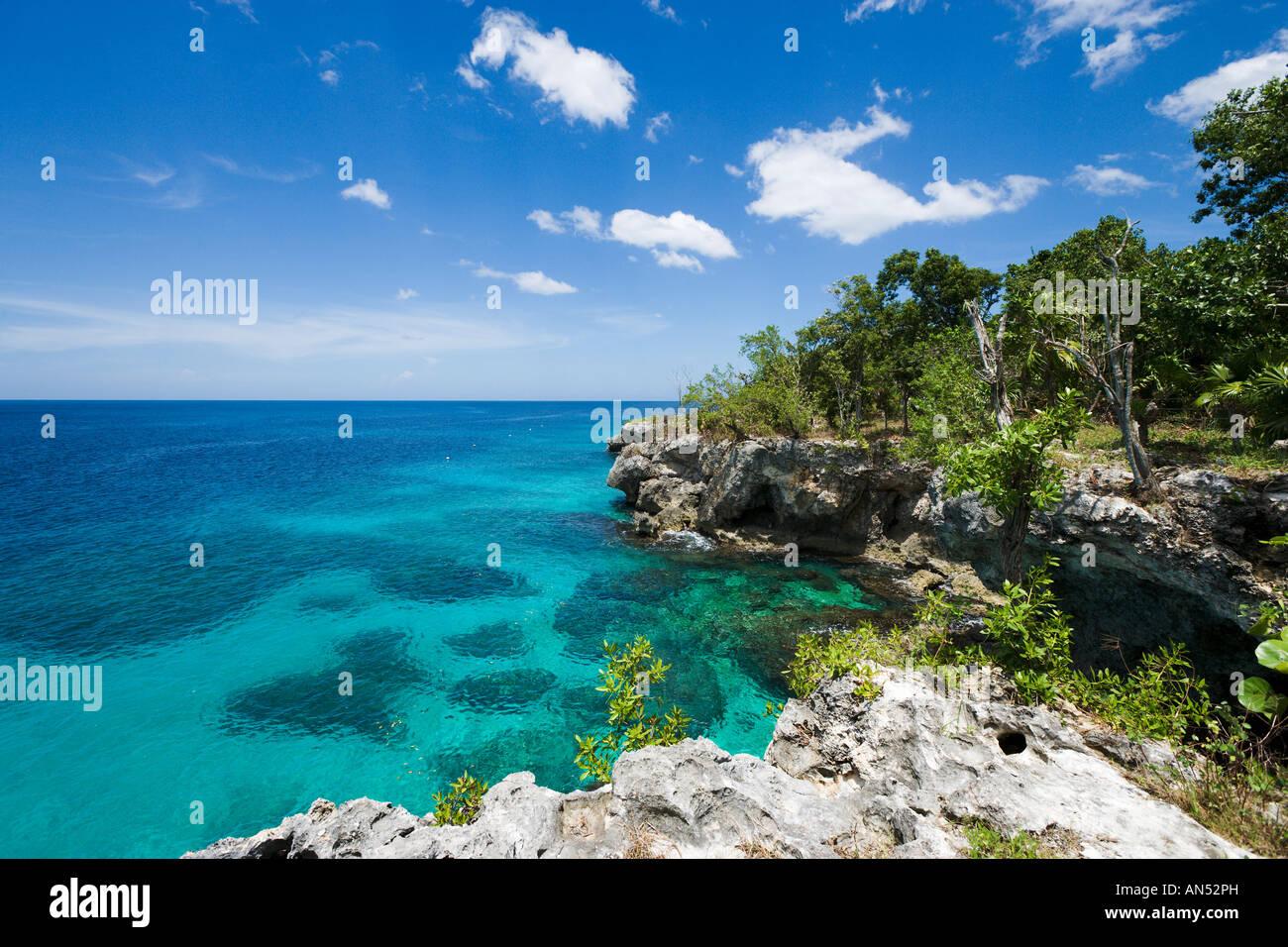 Acantilados típicos en el West End, Negril, Jamaica, Caribe, West Indies Foto de stock
