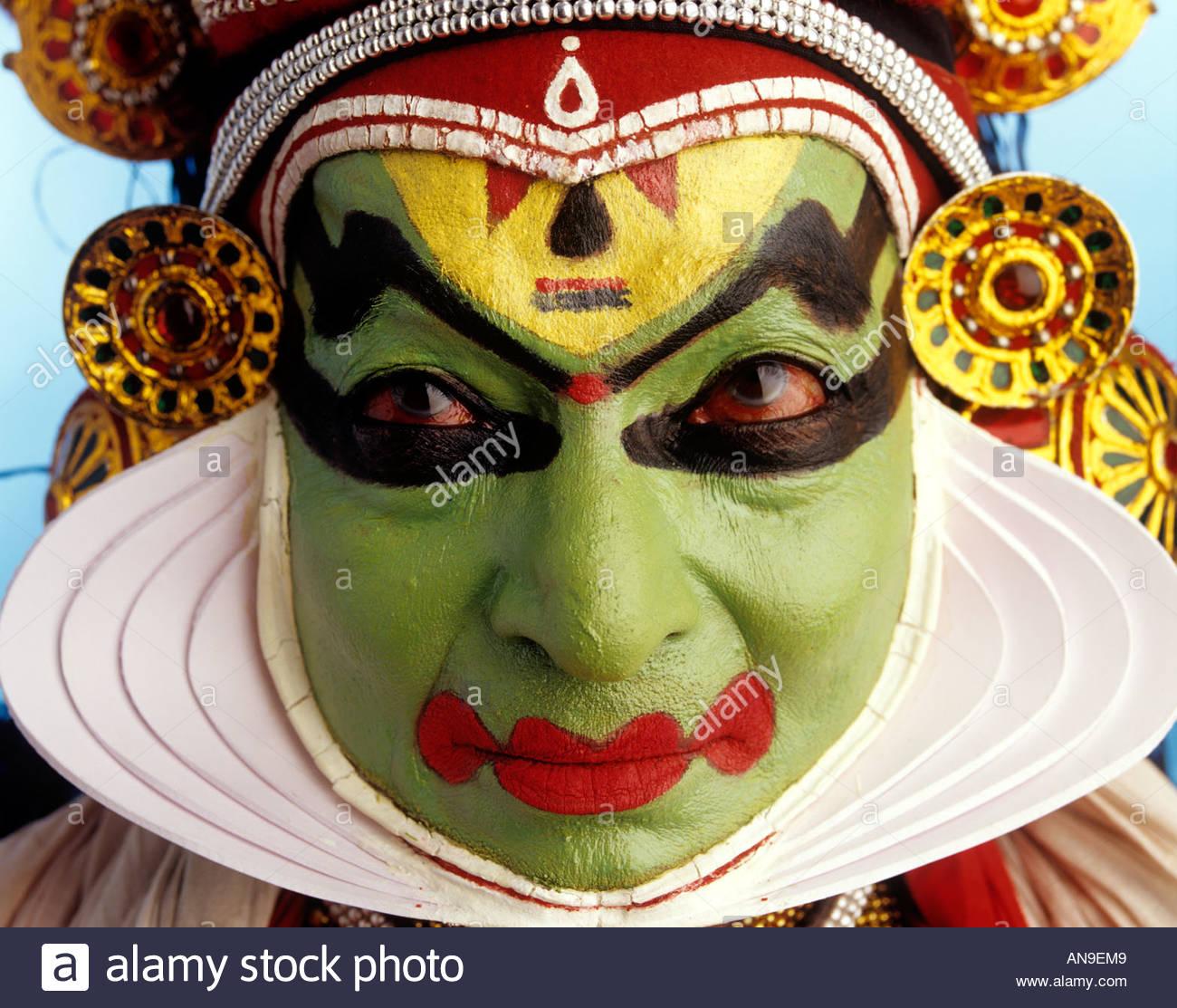 Uno de los nueve VEERYAM EXPRESIONES FACIALES BÁSICAS EN KATHAKALI Imagen De Stock