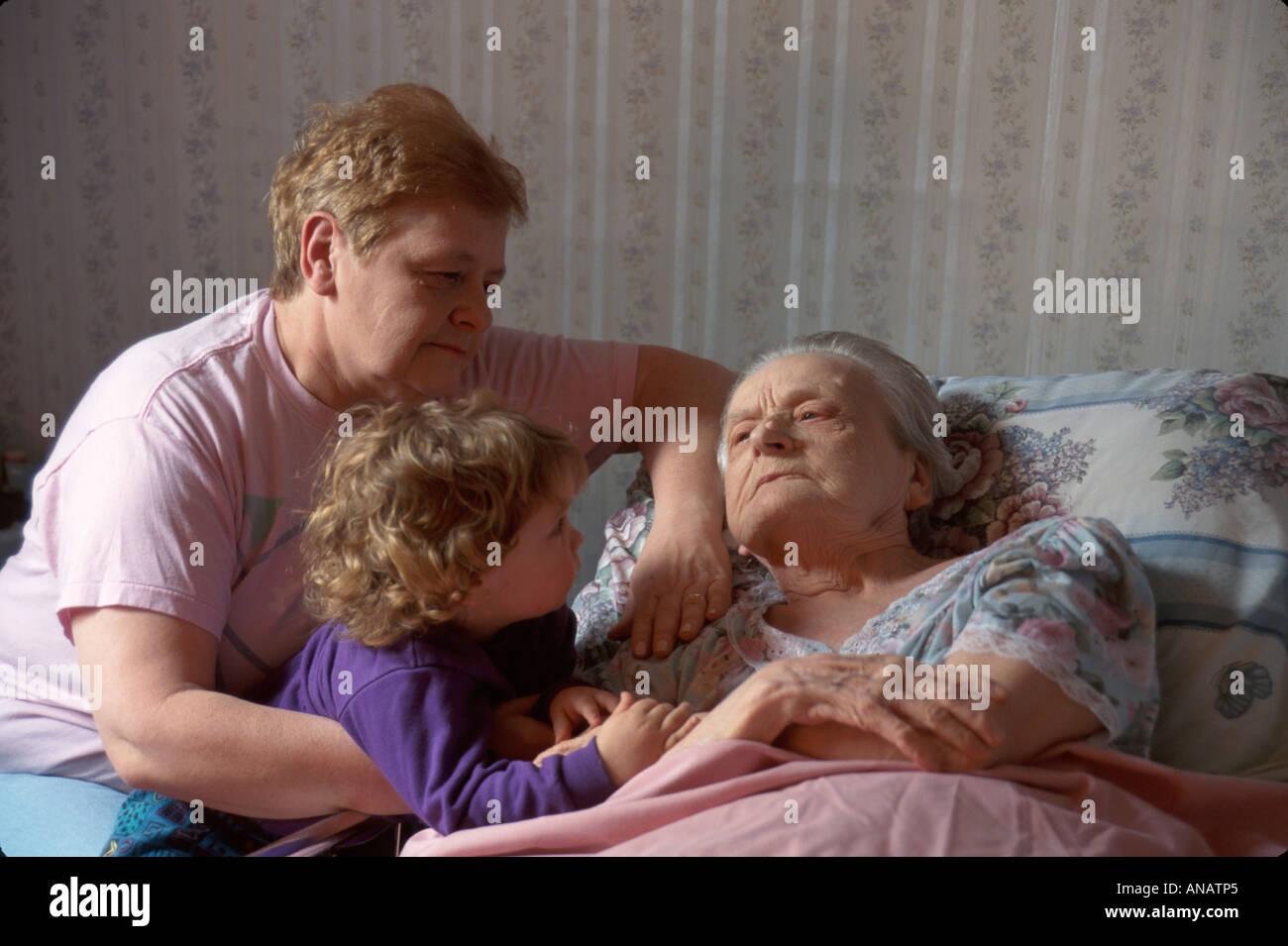 New Jersey, NJ, Mid Atlantic, The 'Garden State', Clifton, bedidden, ancianos ciudadanos ancianos pensionistas jubilados ancianos jubilados, adultos Foto de stock