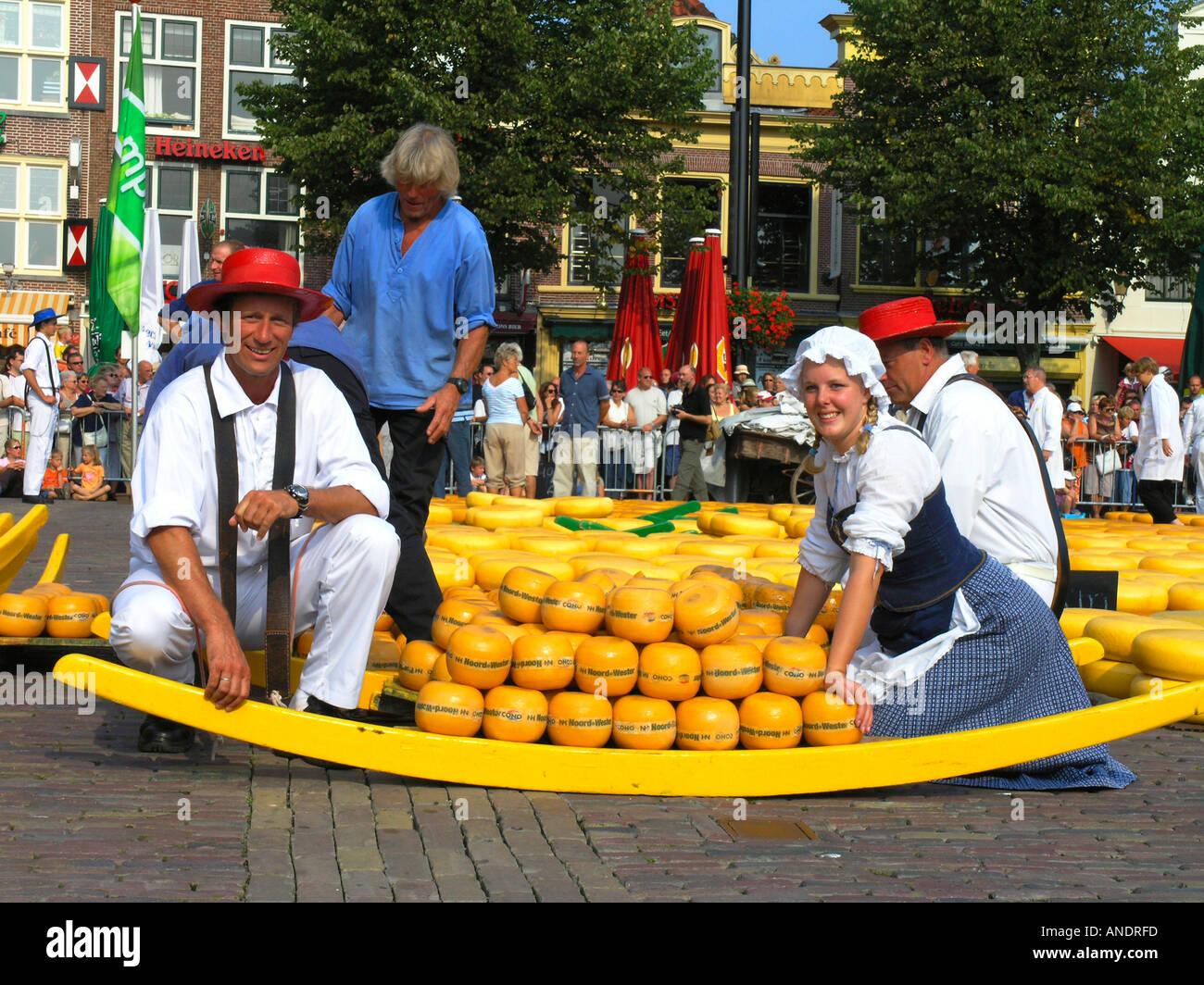 Mercado De Quesos De Alkmaar Holanda Países Bajos Fotografía De Stock Alamy