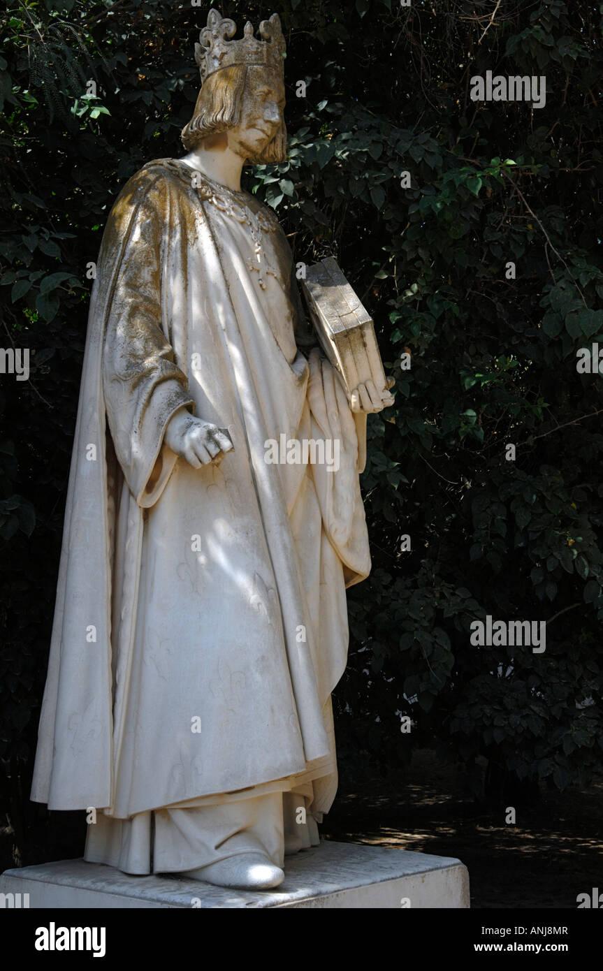 Una estatua de San Luis Rey de Francia sobre la colina de Byrsa Foto de stock