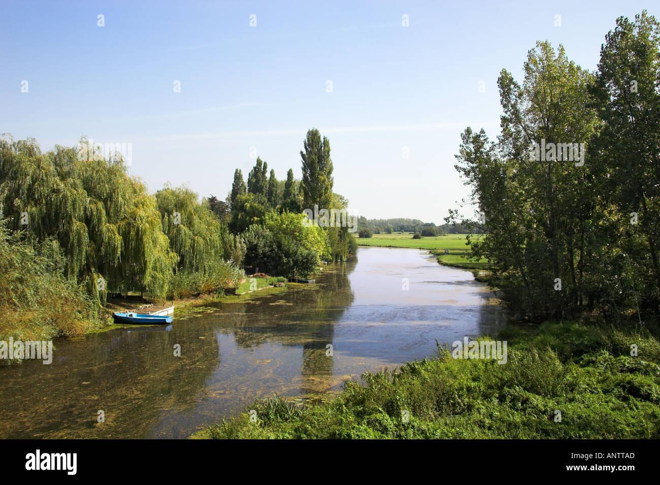 L Río Acheneau en Port St Père Loire Atlantique Francia Muscadet Côtes de Grand Lieu Foto de stock