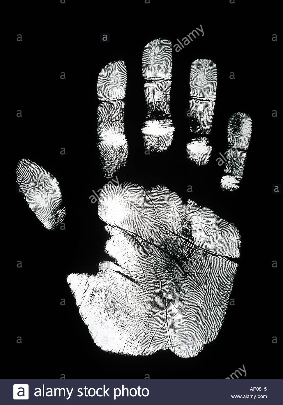 Impresión de mano Palm y la impresión de las huellas dactilares sobre fondo negro Imagen De Stock