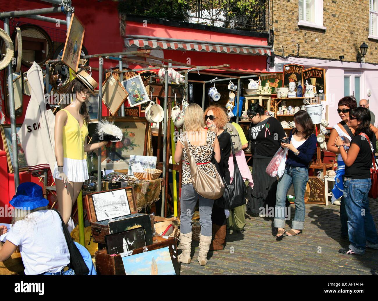 El mercado de Portobello Road en Londres Foto de stock