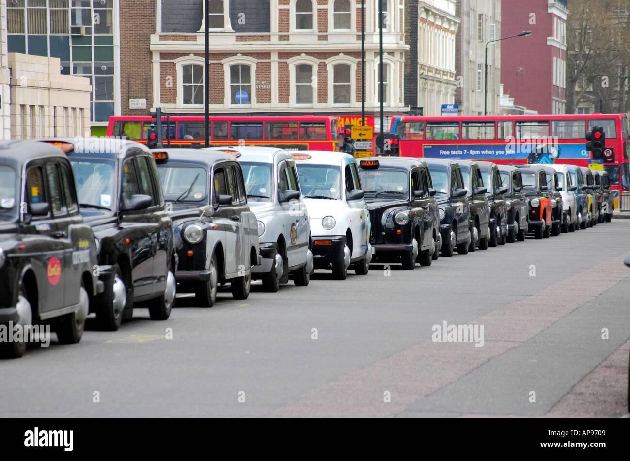 Londres taxi negro taxis Los taxis con licencia Imagen De Stock