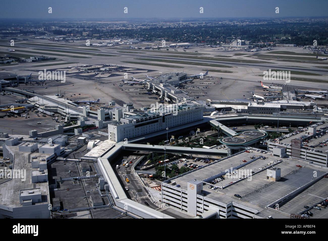 vista aérea del aeropuerto internacional de miami florida