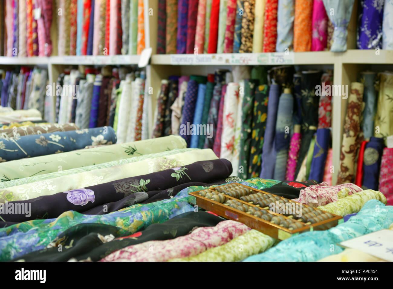 Una tienda de tela con tipos de telas Imagen De Stock