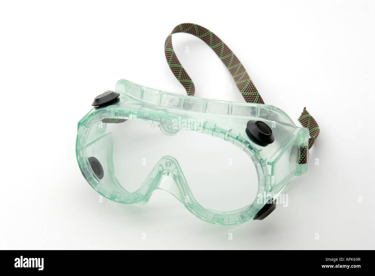 A prueba de salpicaduras químicas gafas de seguridad para su uso en laboratorios de investigación y cursos Imagen De Stock