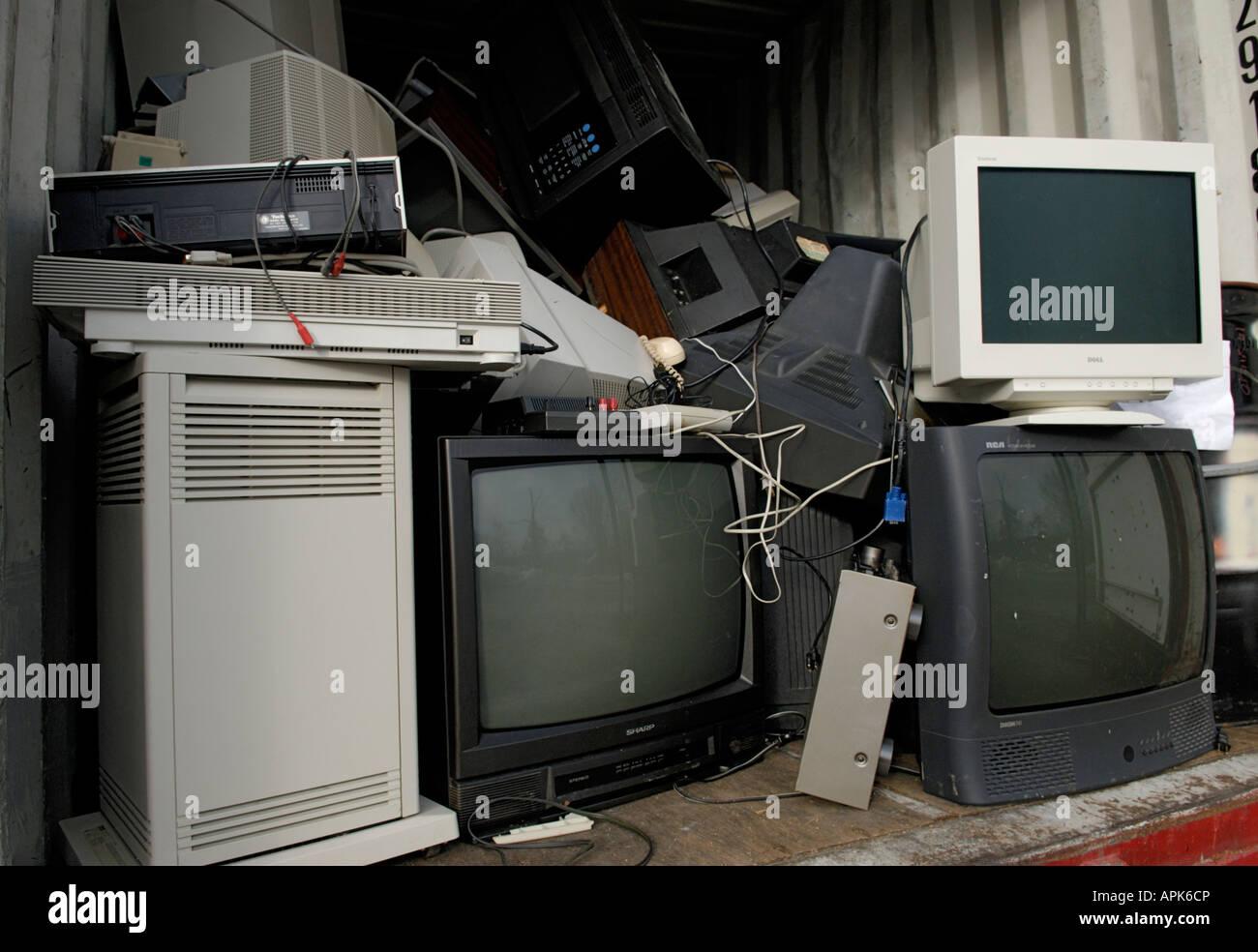 Un reciclaje de residuos electrónicos e el área de la colección La colección es parte de un Imagen De Stock
