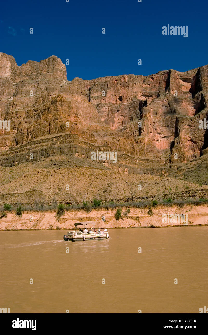 Scenic Grand Canyon viaje en barco Boating Pontoon Boat en Río Colorado, Arizona AZ Imagen De Stock