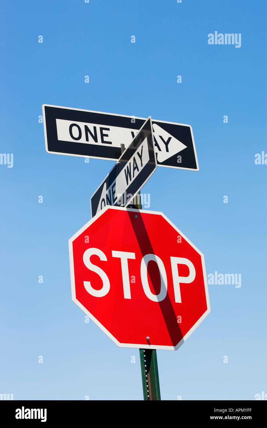 La señal de stop y una manera signos Imagen De Stock