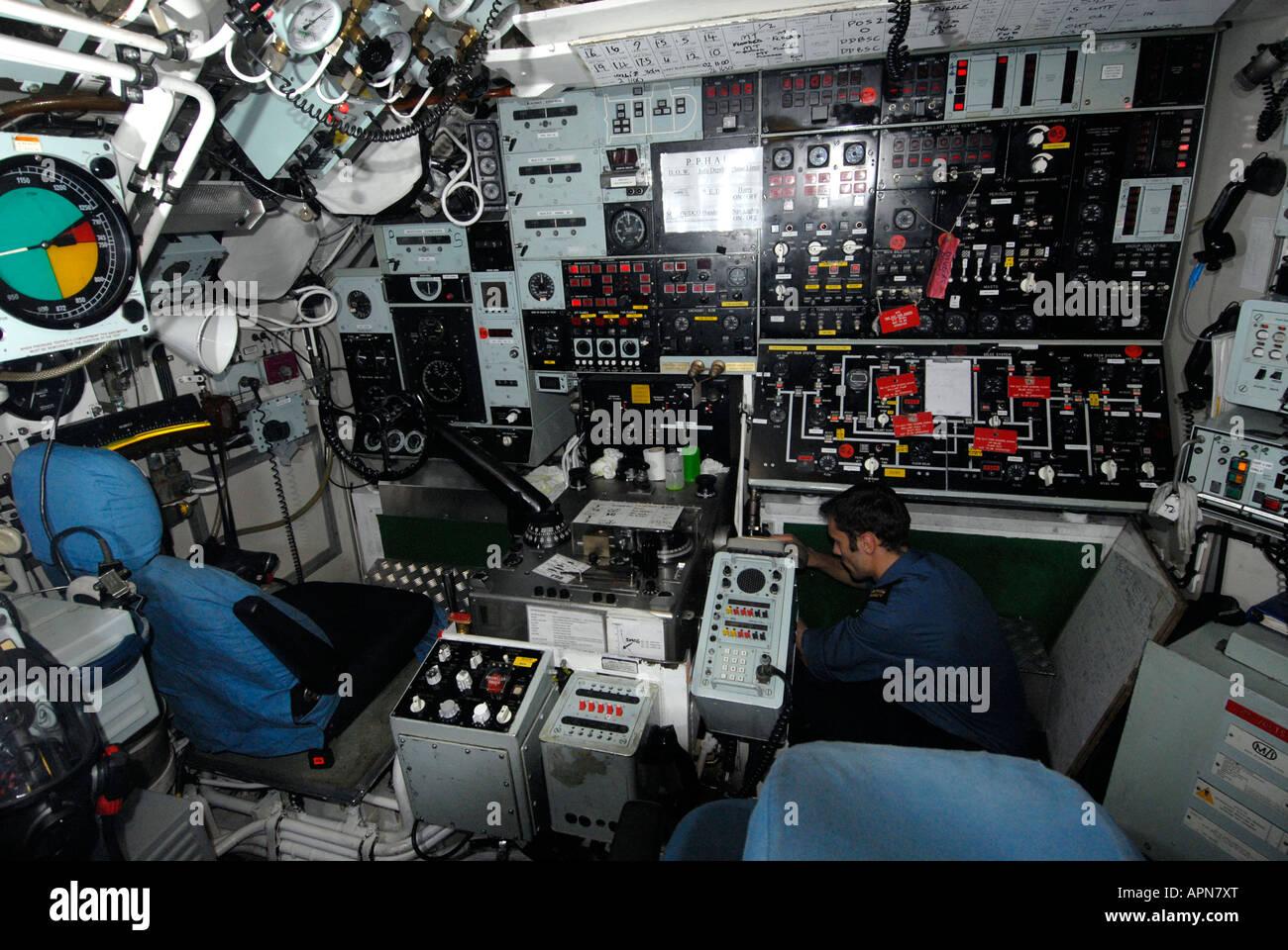 Submarino nuclear HMS Tireless (S88) de la sala de control principal Imagen De Stock
