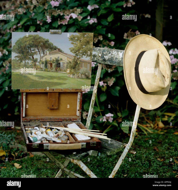 c5bb94a603b47 Las pinturas a base de aceite y sombrero de Panamá sobre la vieja silla de  jardín