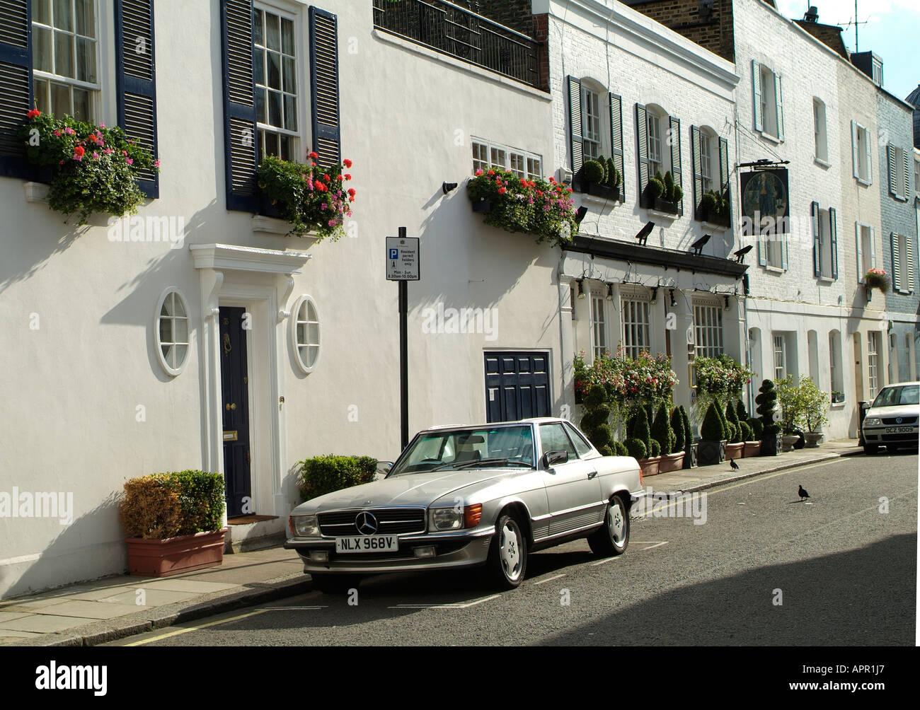 Streeet Fairholt SW7 en el área residencial de Knightsbridge, Londres Imagen De Stock