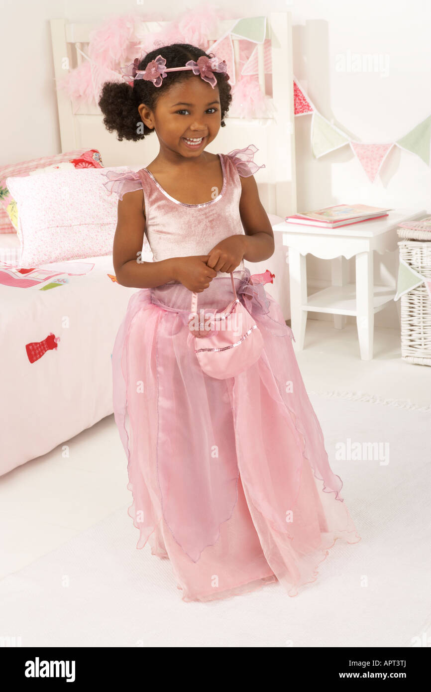 Princess Gown Imágenes De Stock & Princess Gown Fotos De Stock - Alamy