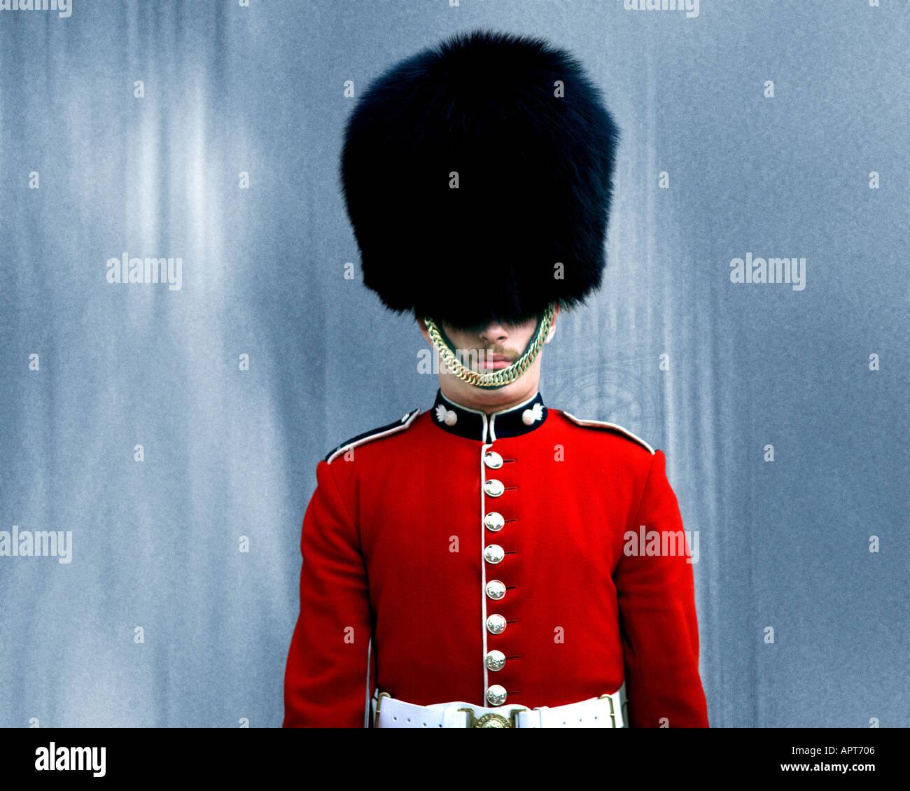 GB - LONDON: Royal granaderos de la Guardia en Whitehall Imagen De Stock
