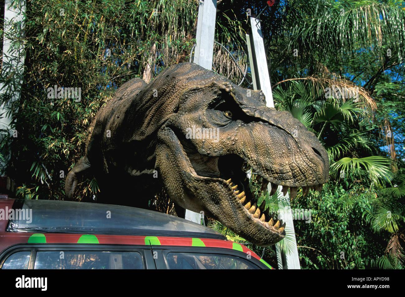 Universal Studios Orlando Fl Dinosaurio De Jurassic Park Al Lado De Coche Fotografia De Stock Alamy © universal studios & amblin entertainment, inc. alamy