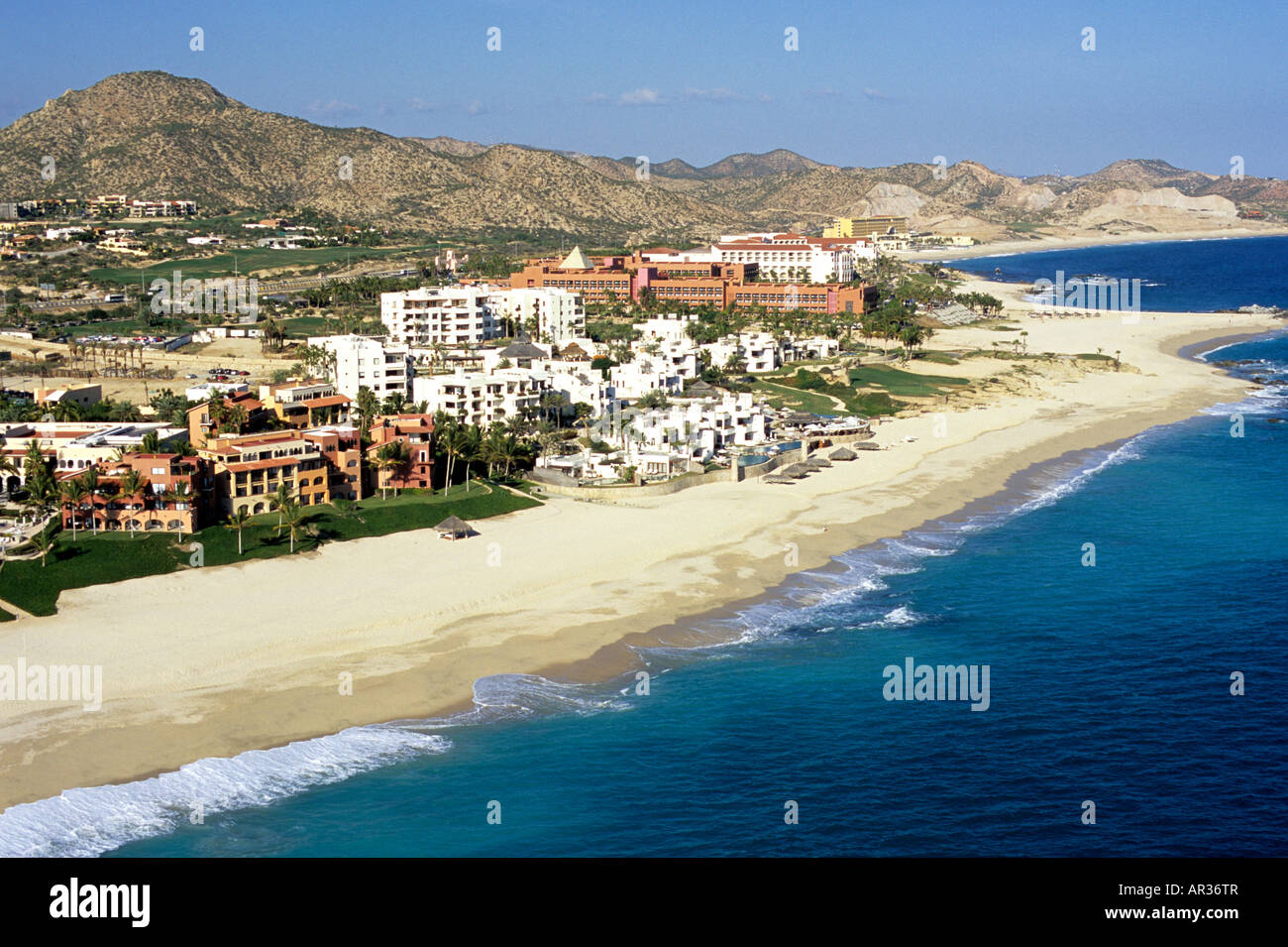 La crema-blanco propiedades del resort de lujo de las Ventanas al Paraíso en Los Cabos, Baja California Sur, Imagen De Stock