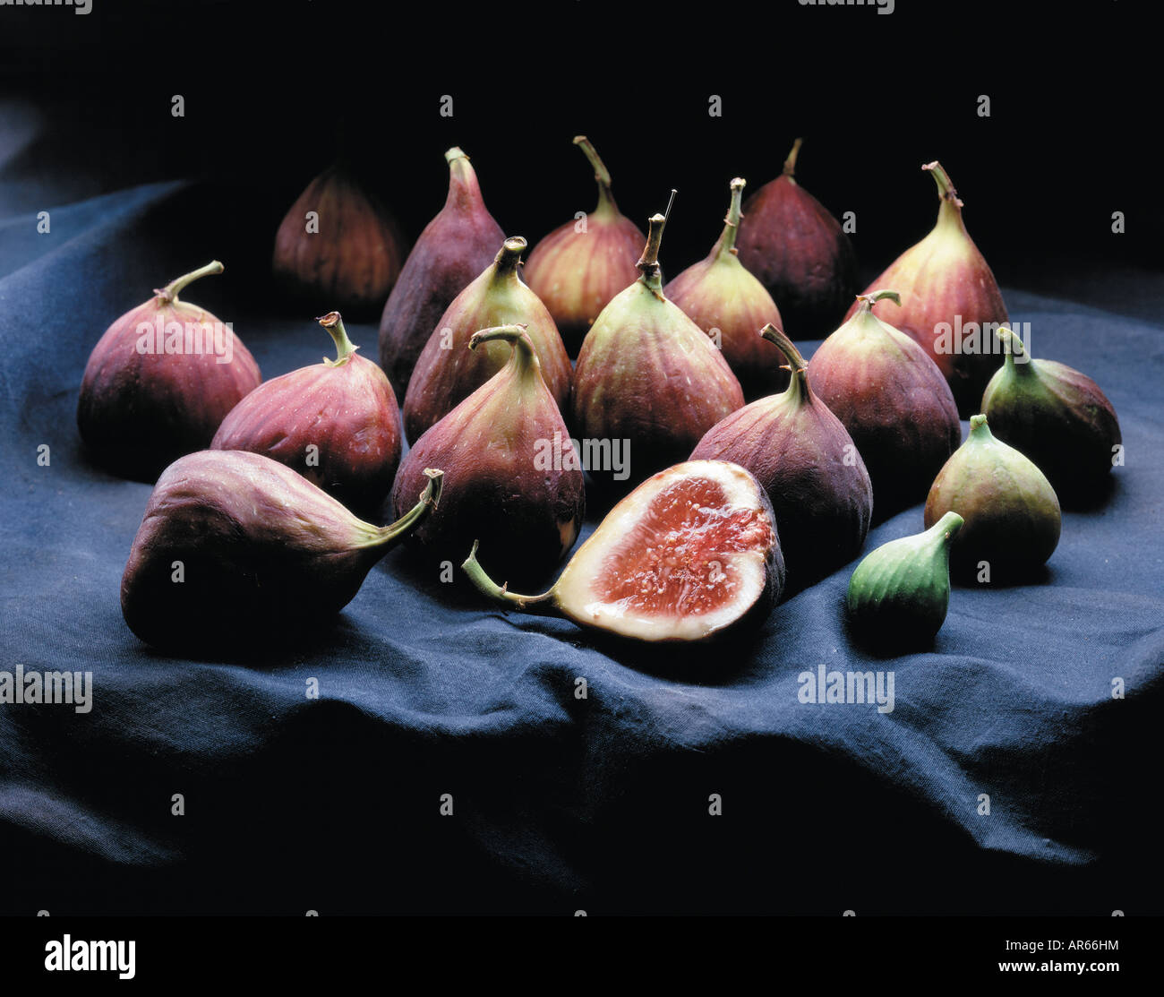 higos sobre lienzo Imagen De Stock