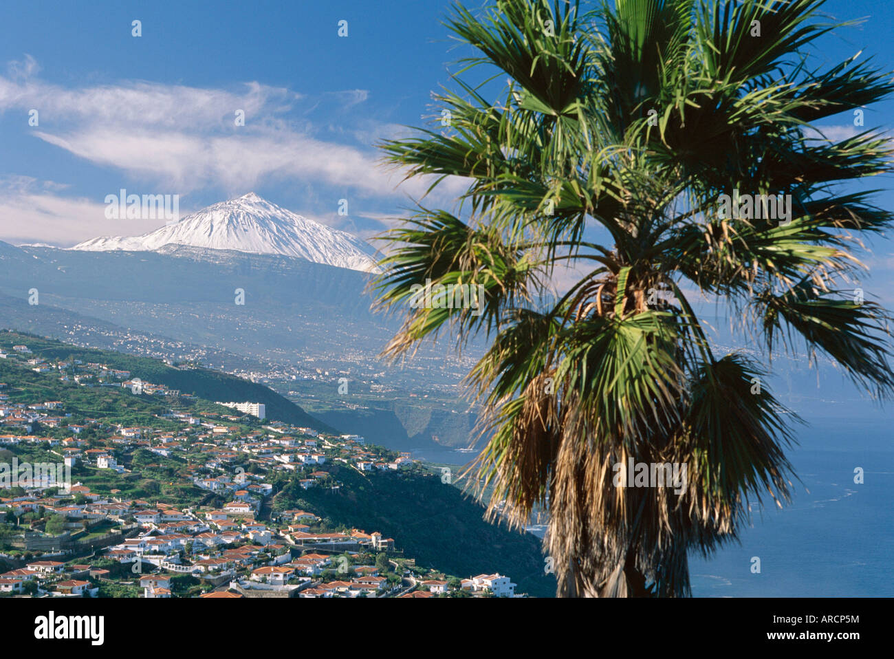 La costa norte y el monte Teide, Tenerife, Islas Canarias, Atlántico, Europa Imagen De Stock
