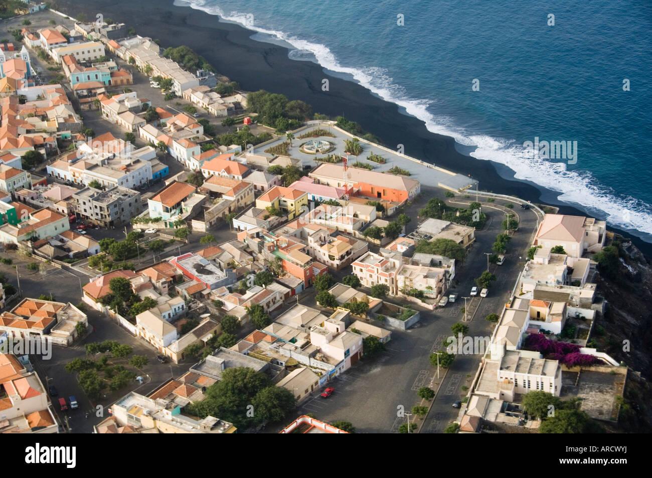 Sao Filipe desde el aire, Fogo (fuego), Islas de Cabo Verde, el Océano Atlántico, África Imagen De Stock