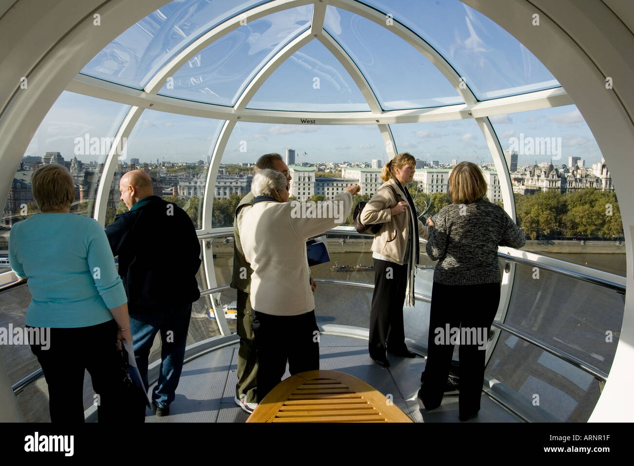La Cabina London : Los visitantes dentro de la cabina de la noria london eye foto