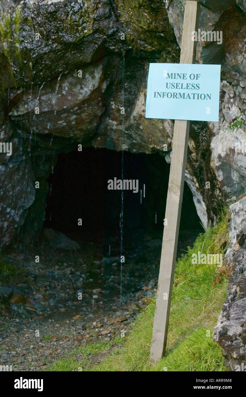 Una mina de información inútil, una antigua mina de cobre en las minas de cobre valle, Coniston, Lake District, RU Foto de stock