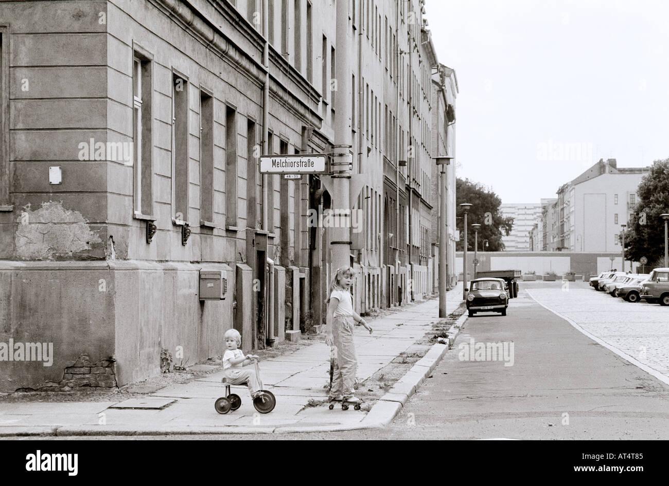 La historia de Europa. El histórico Muro de Berlín en Berlín Oriental Soviética comunista en Alemania en Europa durante la Guerra Fría. Imagen De Stock