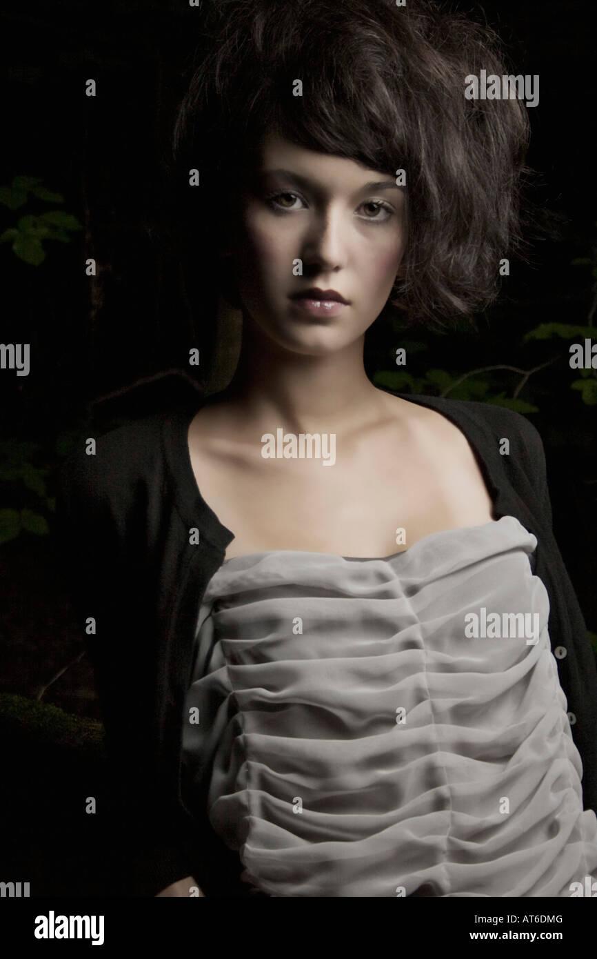 Retrato de una mujer morena Imagen De Stock
