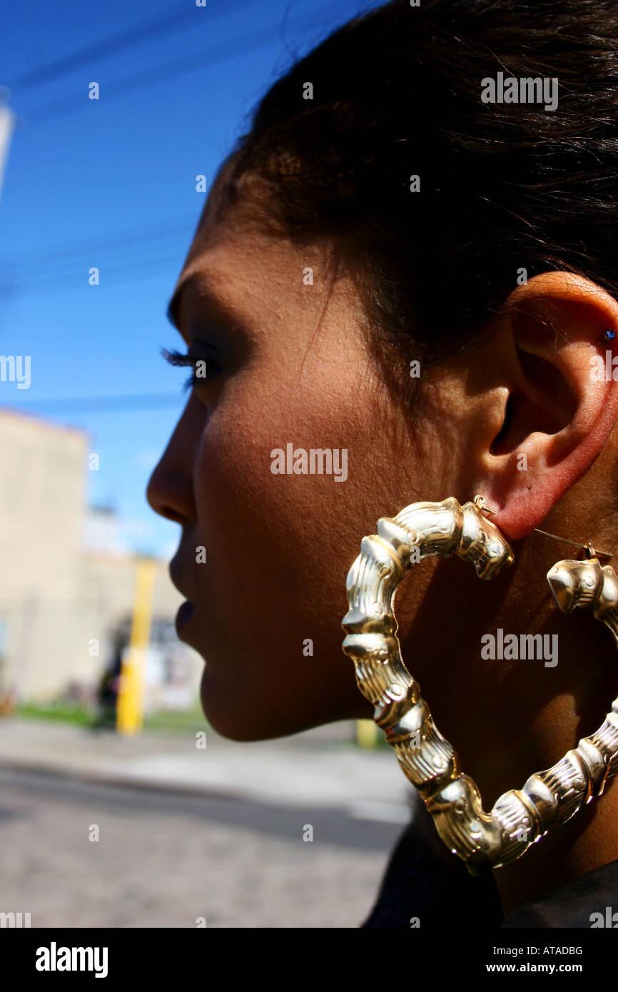 Mujer joven perfil lateral vertical Imagen De Stock