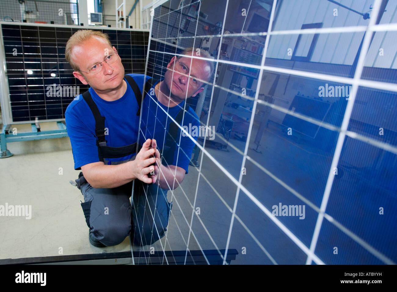 La compañía solar SolarWorld AG la producción de módulos solares Imagen De Stock