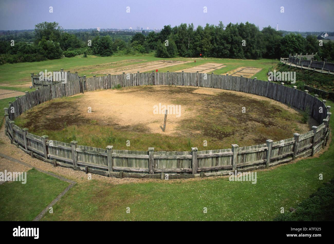 Réplica de Roman girus (flecha) del anillo de entrenamiento de caballos en la fortaleza de Baginton Lunt cerca Imagen De Stock