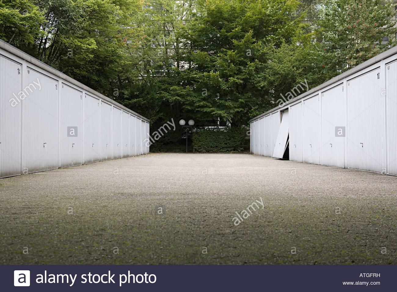 Garajes en una fila Imagen De Stock
