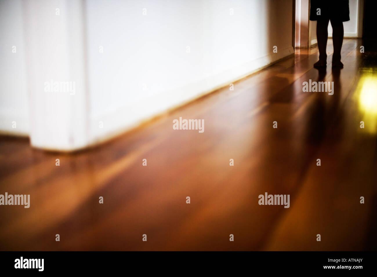 Niño en el pasillo Imagen De Stock