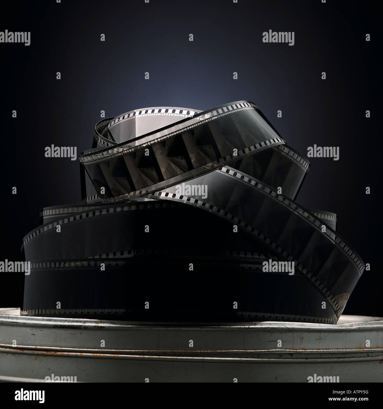 Revoltijo de carrete de película en un receptáculo Imagen De Stock