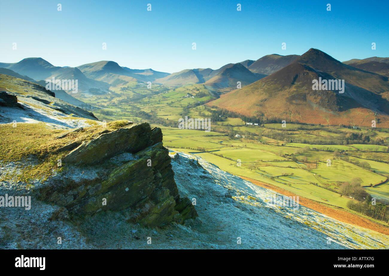 Una vista del valle desde el banco skelgill Newlands, Cumbria, Reino Unido Foto de stock