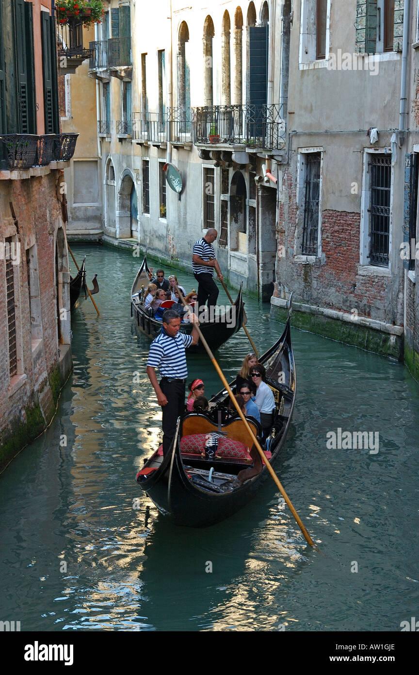 El viaje en góndola en Venecia Italia Imagen De Stock