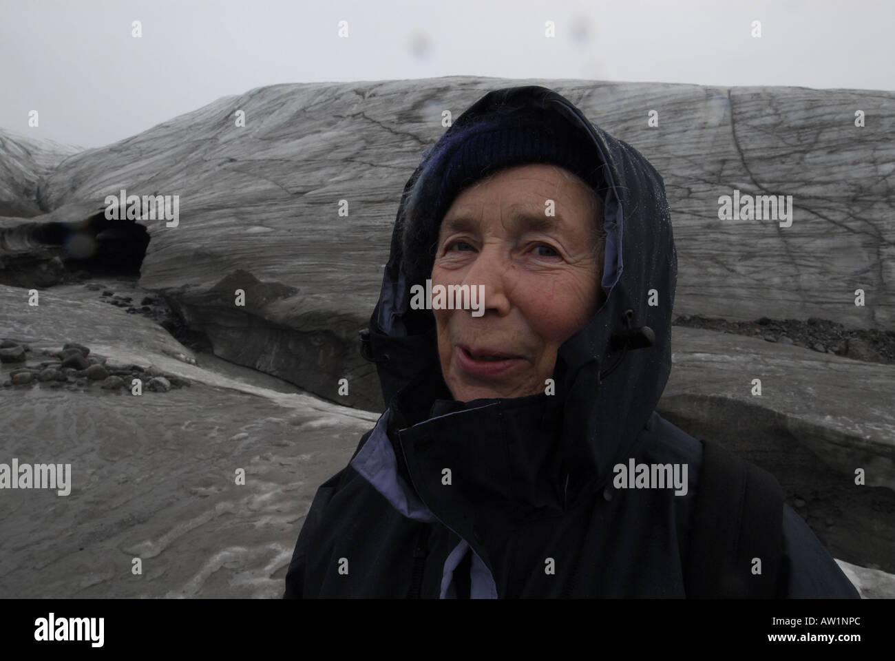 Parque Nacional Sirmilik Glaciar Sermilik Isla Bylot entrada del estanque de la isla de Baffin Alto Ártico Canadá turísticos remotos aislados Senderismo Senderismo la niebla rock rockly lengua Imagen De Stock