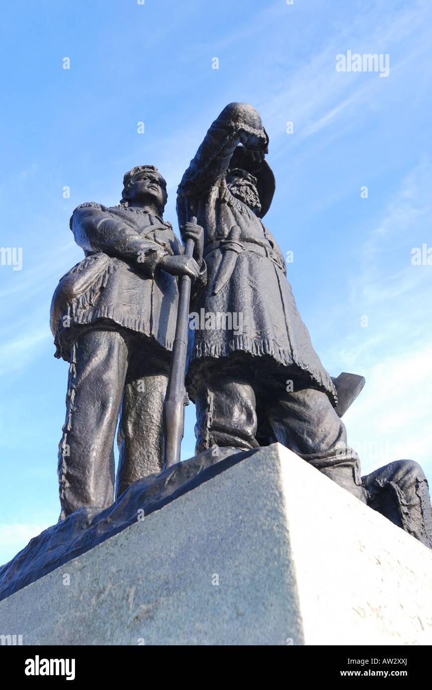 Soldado y guía indio estatua en los jardines del Capitolio del Estado de Iowa Des Moines, Iowa Foto de stock